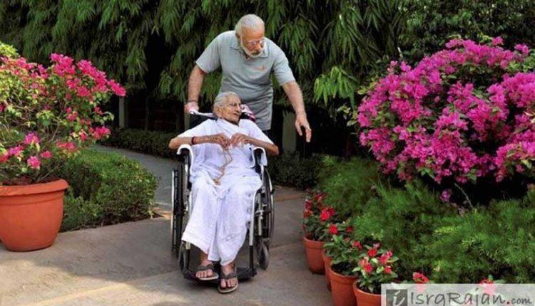 Narendra Modi with his mothe