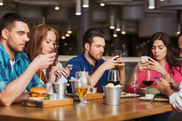 Smartphone addiction restaurant