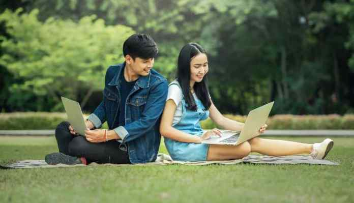 8 Legit Ways to Make Money Online For Students in India