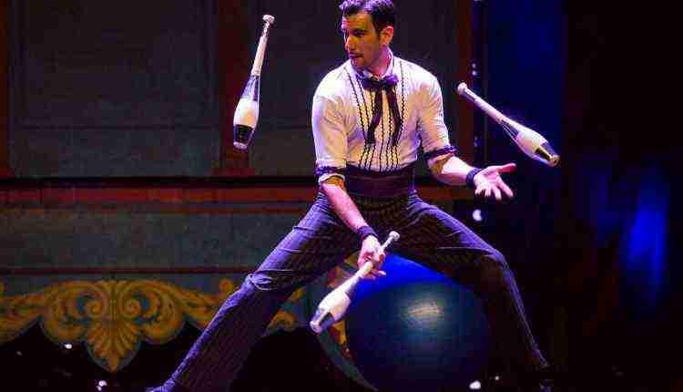 Juggler, performer, entertainer