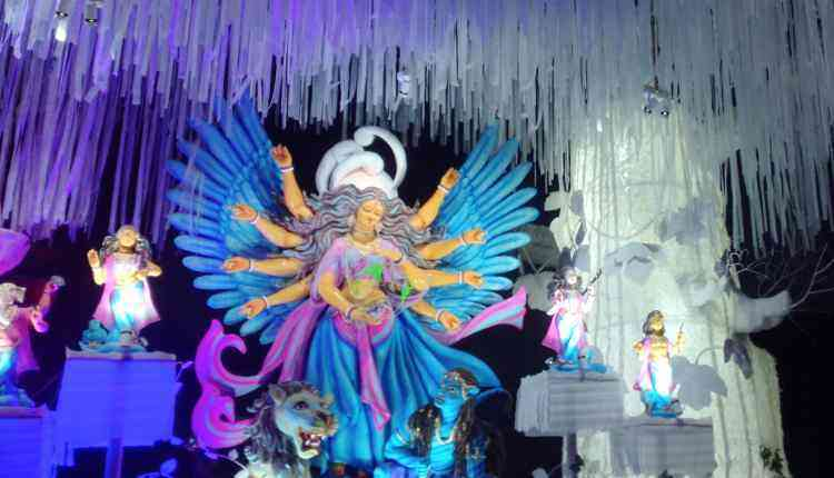 Themed idols and pandals