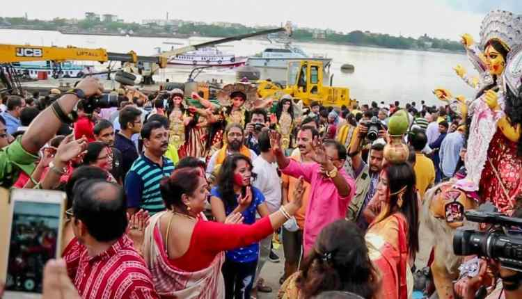 idol immersion at Ganges, durga idol immersion