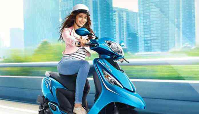 Girl, Driving, Scooty, India