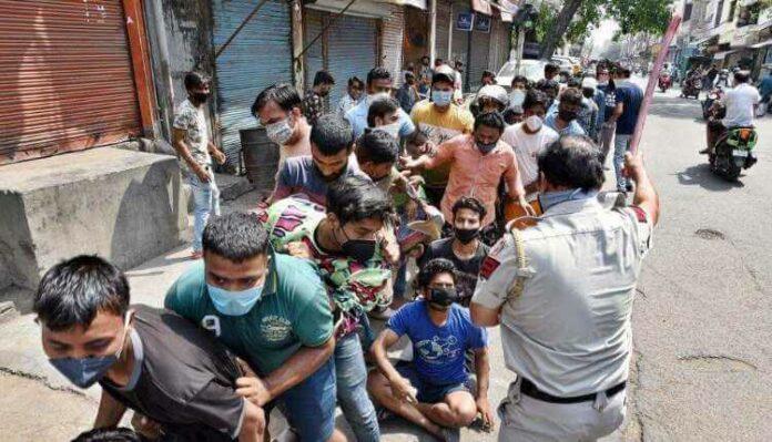 Delhi Govt Liquor Queues (1)