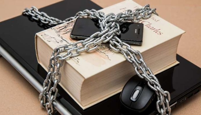 Cage, Books, Smartphone, Locked, Belongings Safety